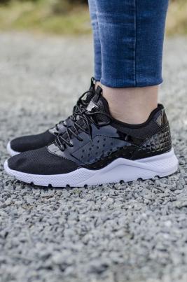 Sneakers - Synne svart
