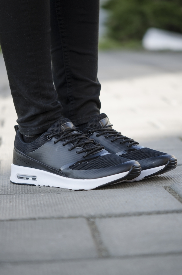 Sneakers - Gail svart