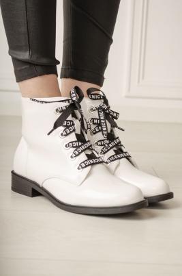 Boots - Naomi hvit