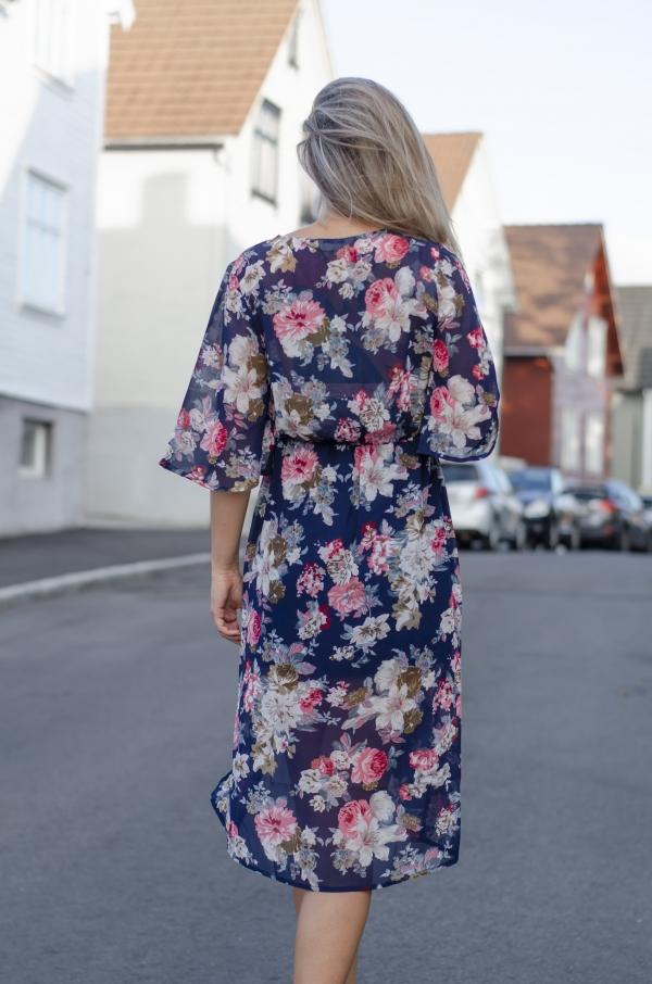 Kjole - MISSMAYA Mina Long dress Blue Flower