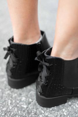 Boots - Line svart