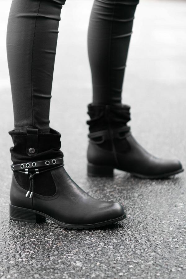 Boots - Tale svart
